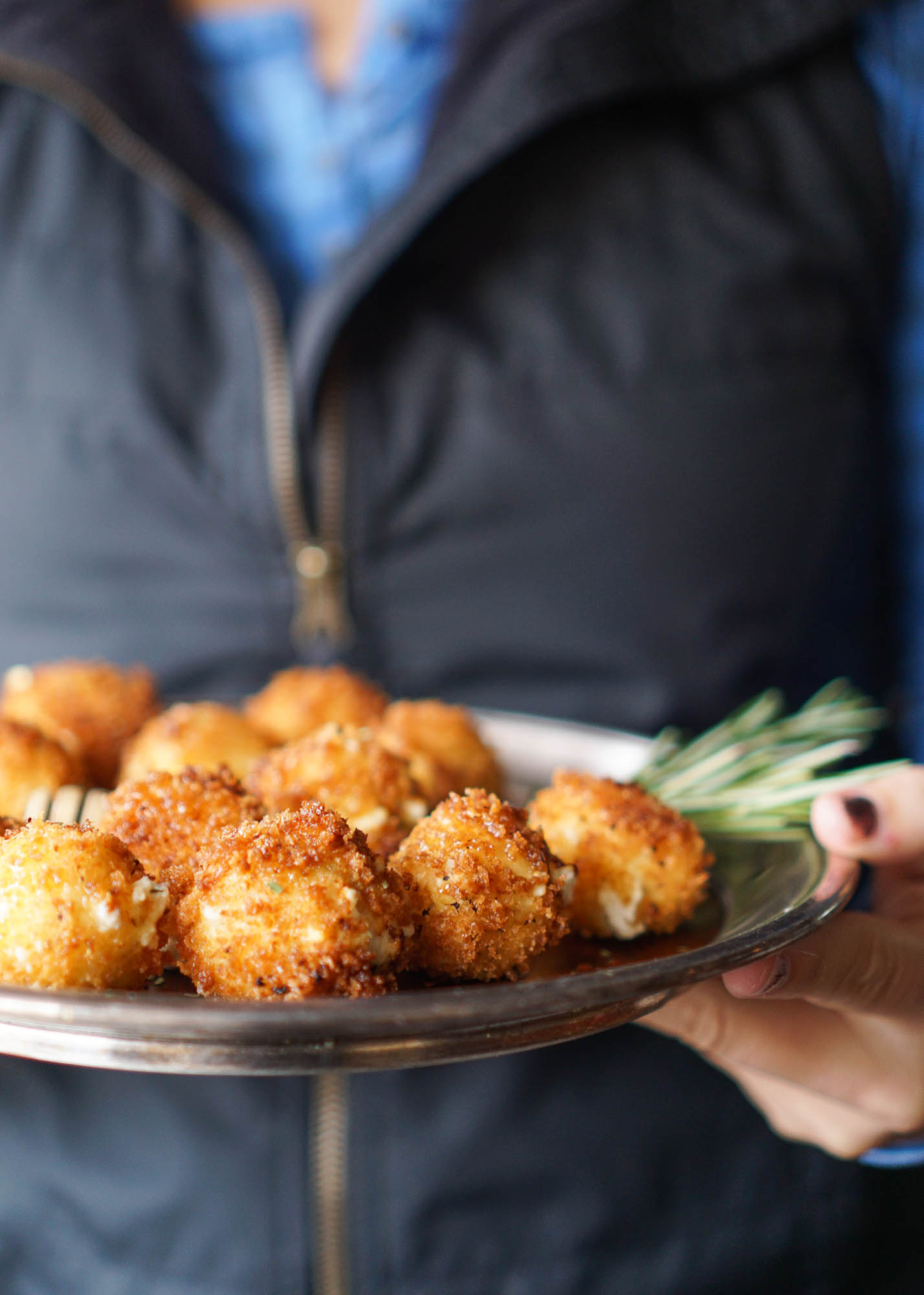 Fried goat cheese balls with tarragon and honey